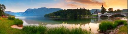 Скинали 'Старинный замок на берегу озера'