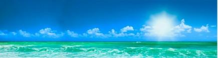 Безоблачное небо над океаном